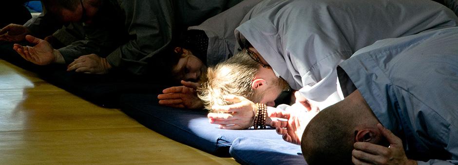 zen students bowing